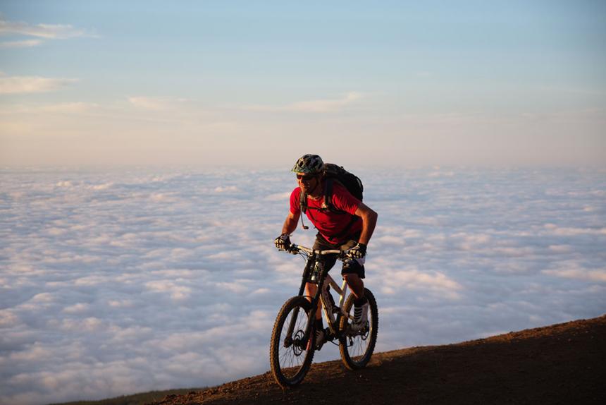 Mountainbiken op Tenerife boven de wolken