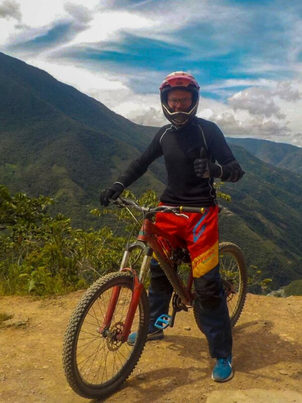 Mountainbiken op Death Road in La Paz in Bolivia