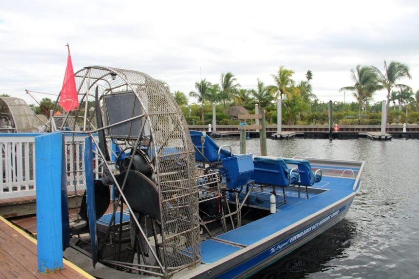 Een airboat tour past precies in het beeld van de Everglades dat je op televisie ziet
