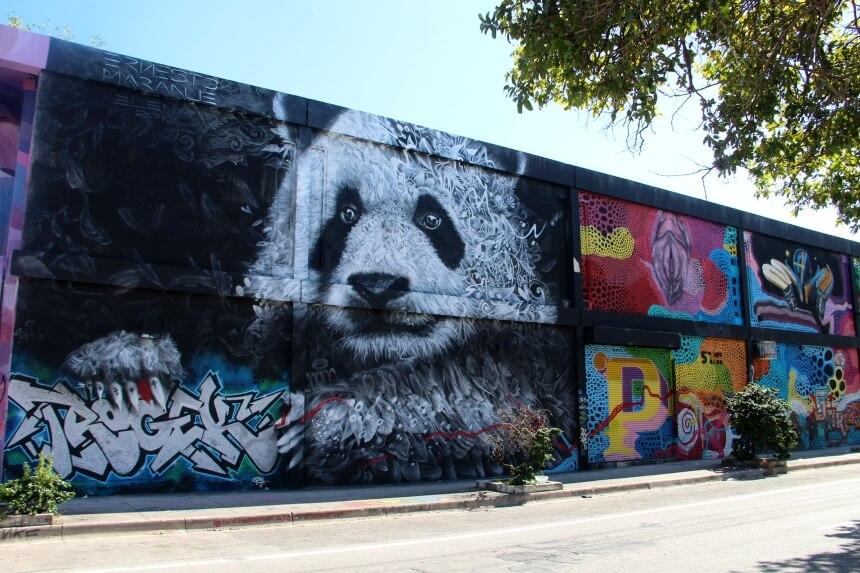 De maker van deze panda heeft al rekening gehouden met graffitispuiters