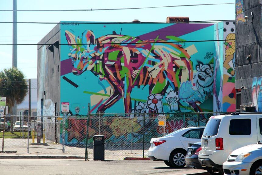 Deze artiest heeft bewust ruimte gelaten voor een 'sleeve' graffiti aan de onderkant