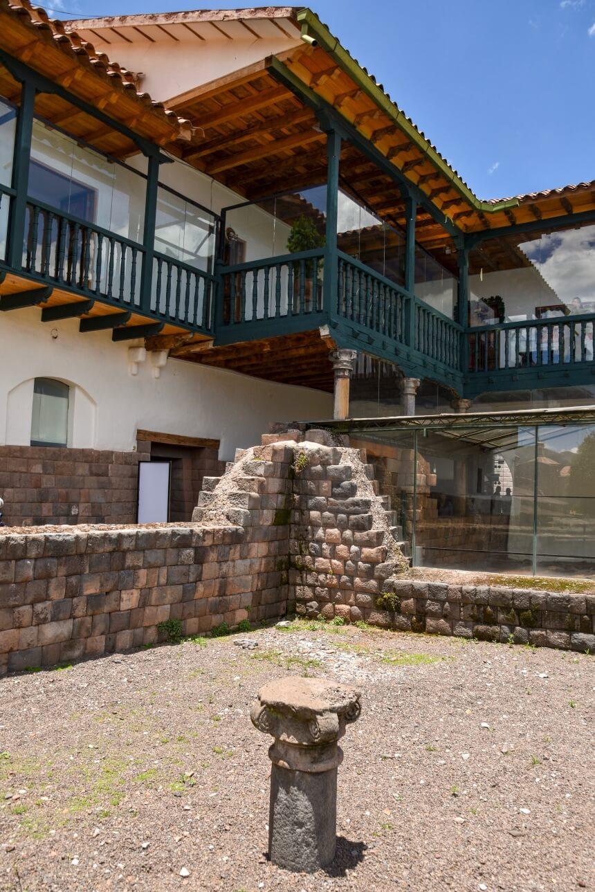 Spaans koloniale architectuur, gebouwd op Inca funderingen in Cusco
