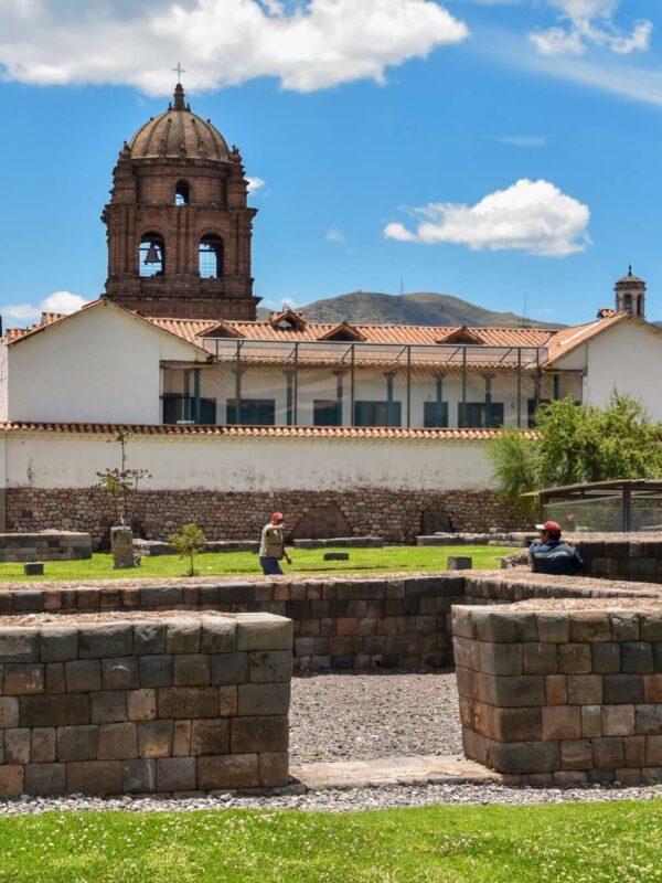 Inca muur en Katholieke kerk in Cusco