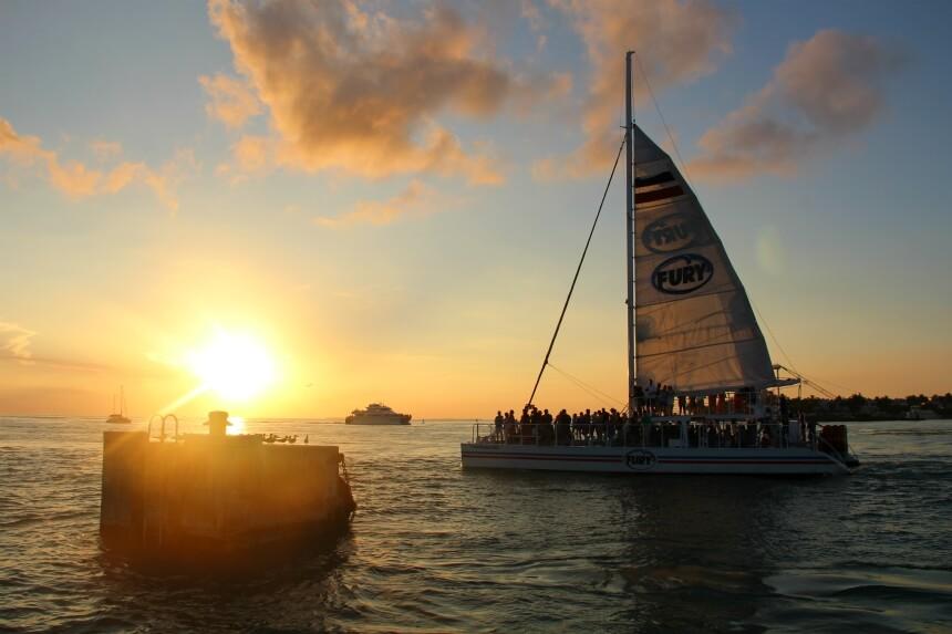 Een boottocht rond zonsondergang, compleet met live muziek en drankjes, is een aanrader!