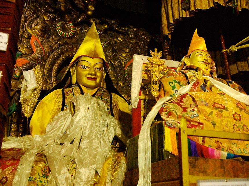 Donkere tempels in Tibet