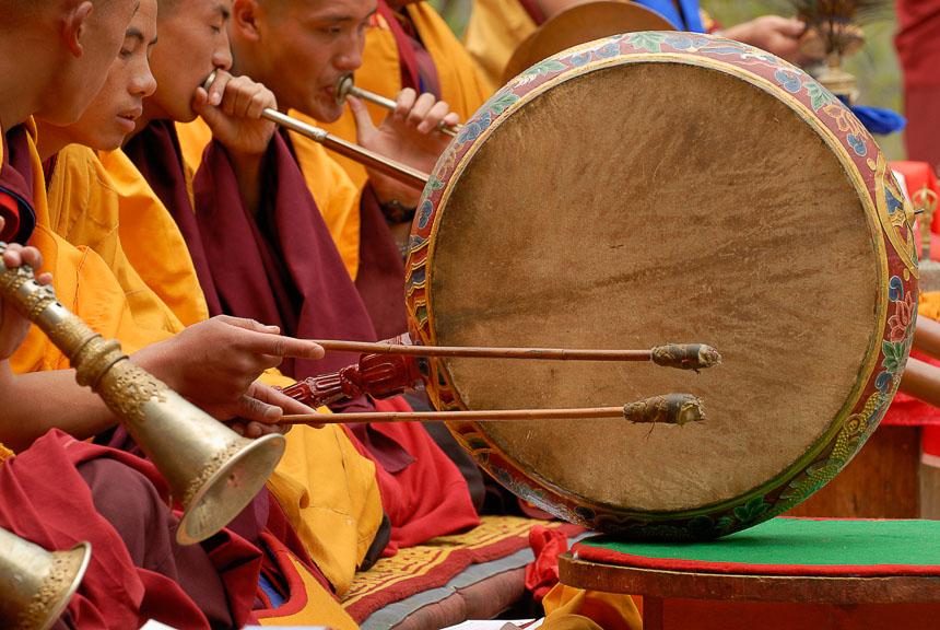 Bhutanese monniken bij een ritueel