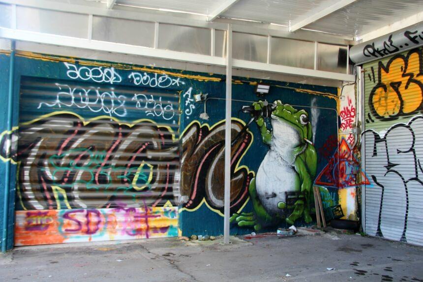 Street art en graffiti vechten om een plekje op de muren