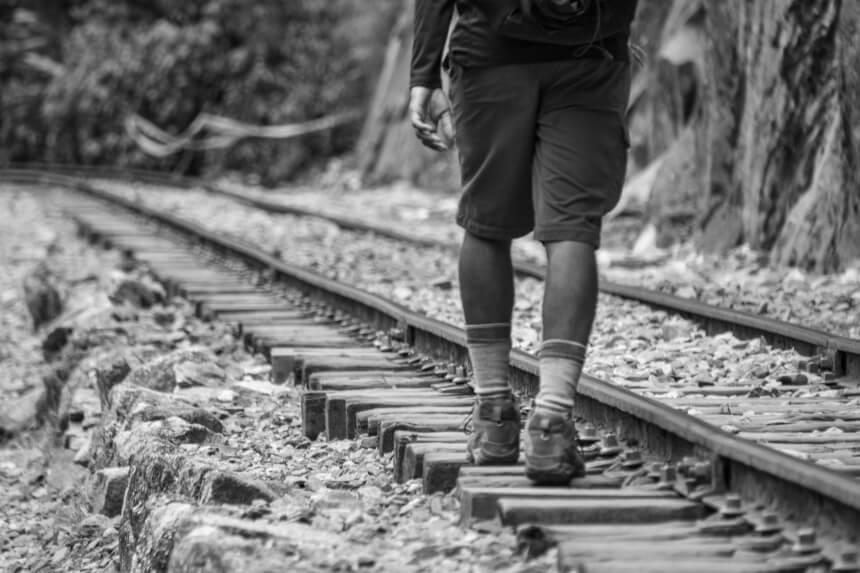 Wandelen langs de treinrails naar Aguas Calientes