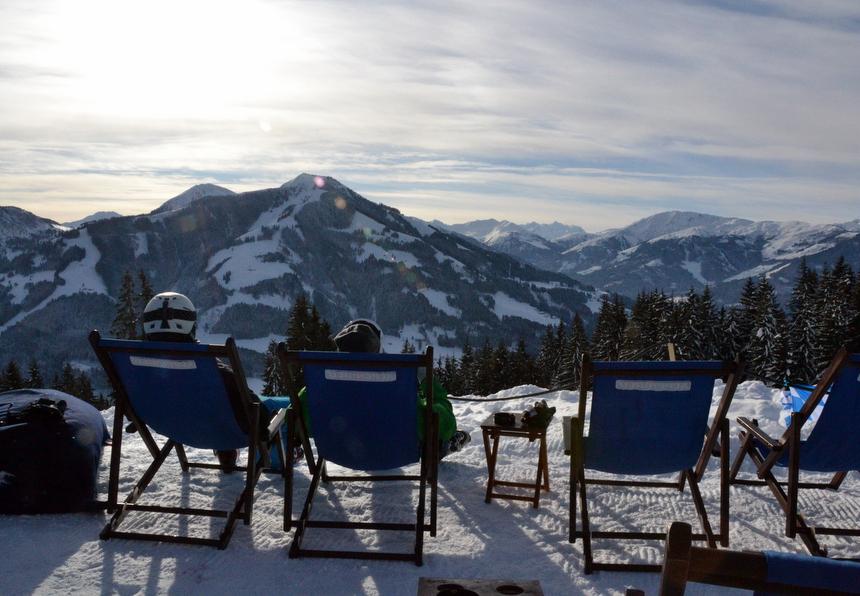 Uitzicht op de Alpen vanuit een zonnestoel