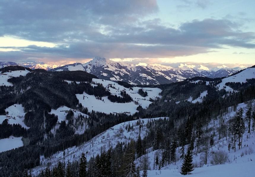 Uitzicht op de besneeuwde Alpen