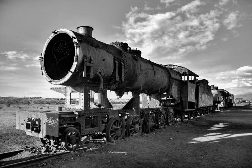 Oude locomotief op het kerkhof van Uyuni