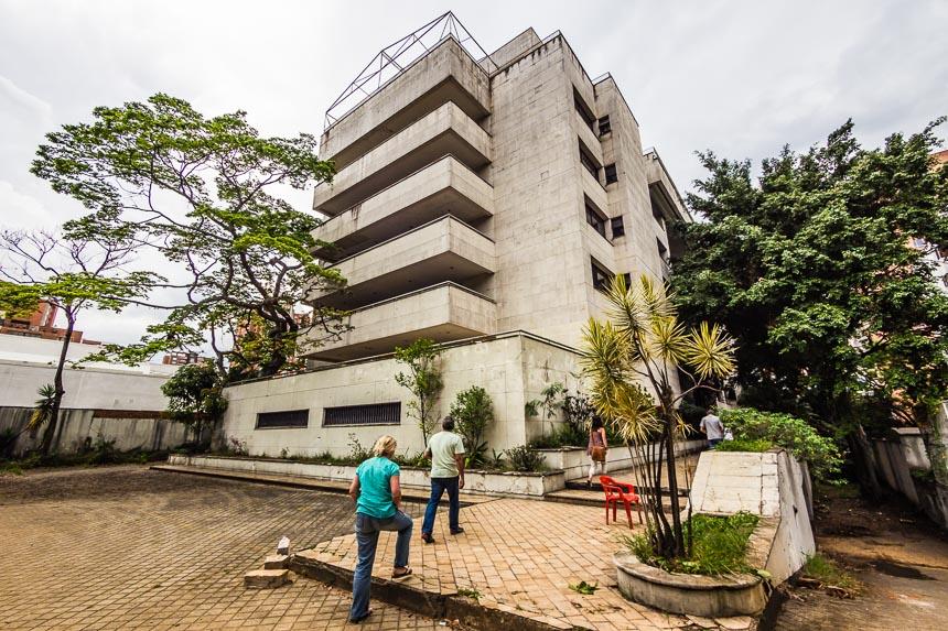 Medellin - Het monaco gebouw is op het eerste gezicht een gewone flat.