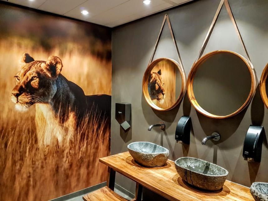 Zelfs de toiletten bij Safari Resort Beekse Bergen zijn ontzettend mooi