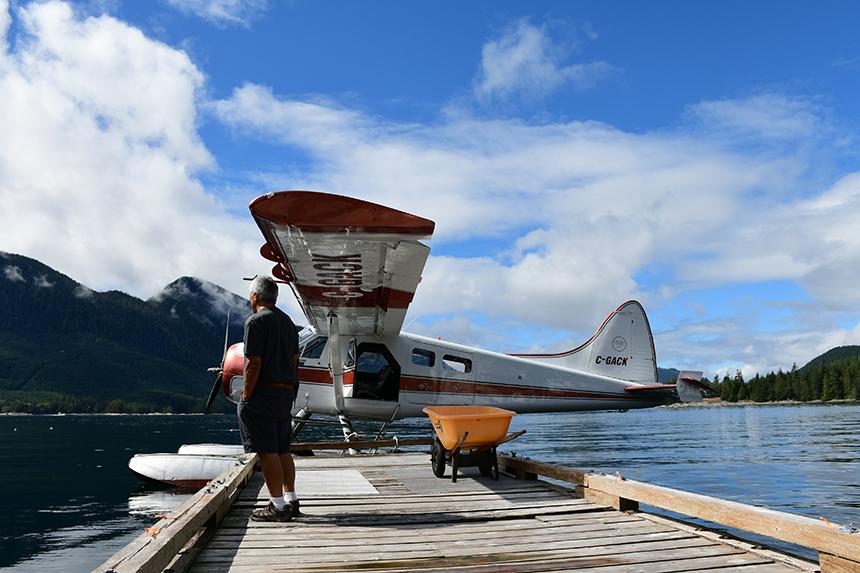 Postwatervliegtuig Havilland Beaver op Vancouver Island, land Campbell River