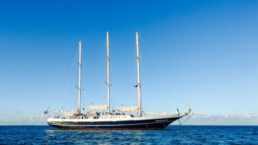De Eendracht voor de kust van St Maarten