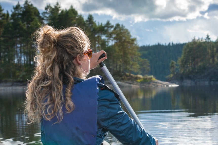 De Blöm-Fox is een schitterende route door een van de mooiste stukken ongerepte natuur van Scandinavië (hoge kliffen, uitgestrekte bossen en heldere meren)