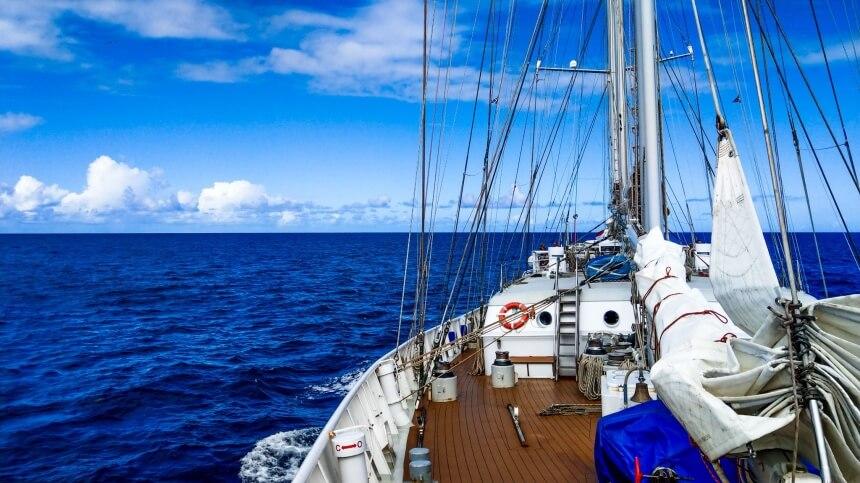 De Eendracht op de oceaan