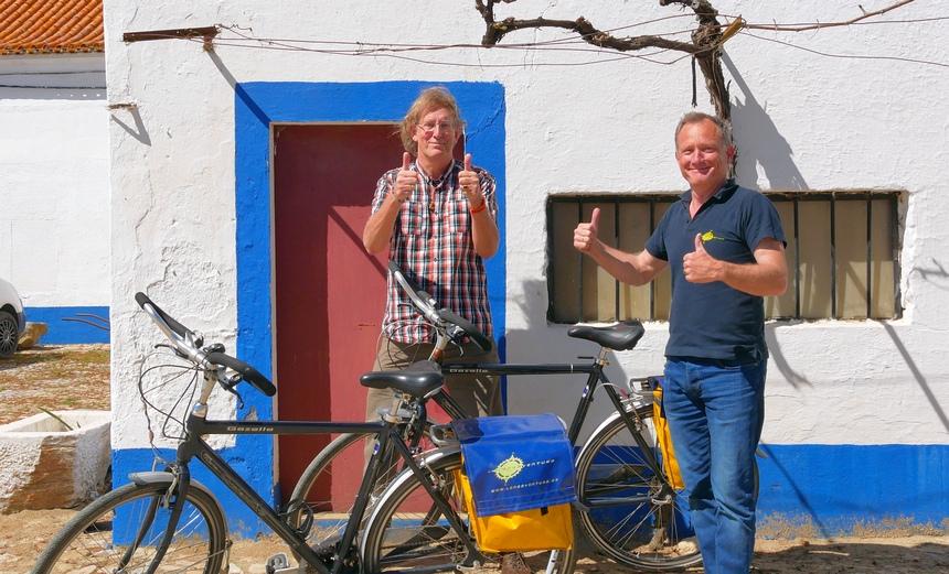 We gaan fietsen! Jan van Krimpen leidt me door de omgeving van Évora.