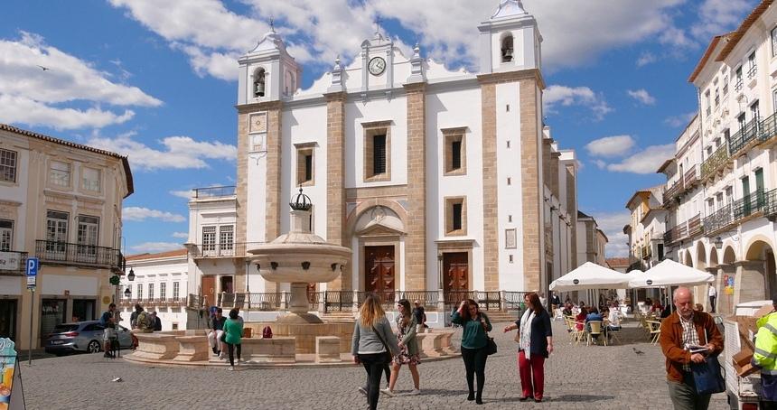 Évora is een slaperig stadje. Relaxen, eten en heerlijke wijn!