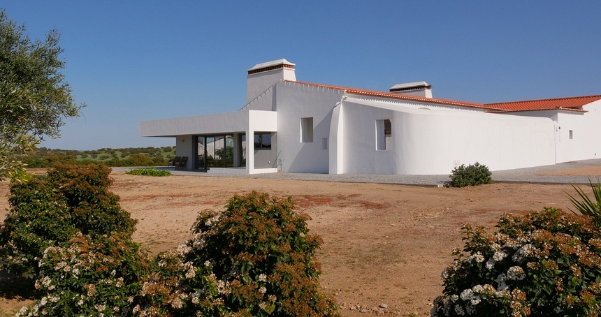 Monte Alto is één van de acht boerderijen van João Parreira en is omgetoverd tot modern gastenverblijf.