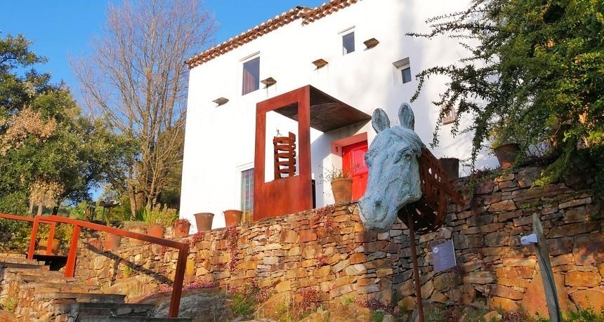 Bij Quinta do Barrieiro slaap je tussen kunst.