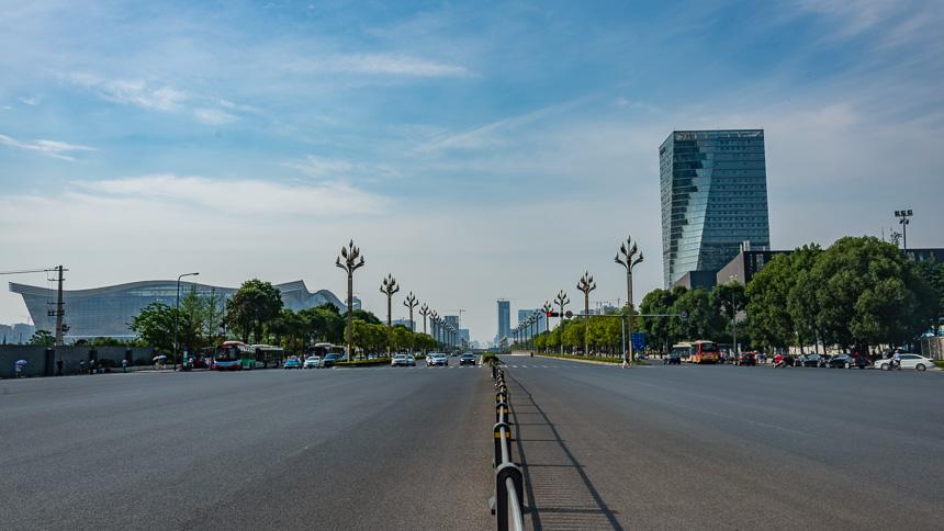 Chengdu - een enorme asfaltvlakte bij Century Global winkelcentrum