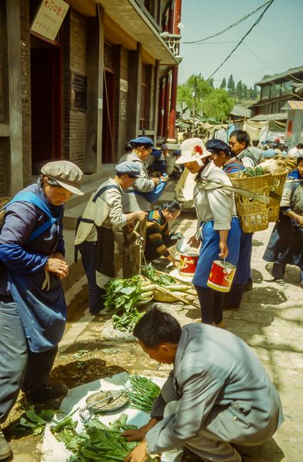 Een kleinschalig marktje in Lijiang