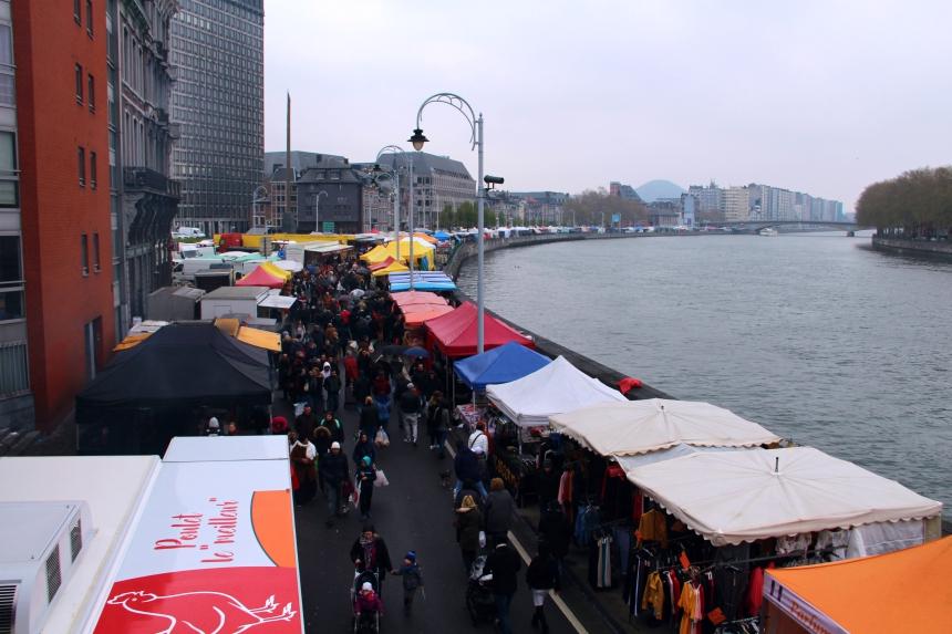 De zondagsmarkt La Batte is de grootste en oudste van het land