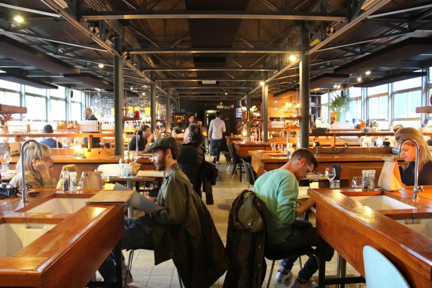 Bijzonder dineren in Luik in een voormalig scheikundelokaal