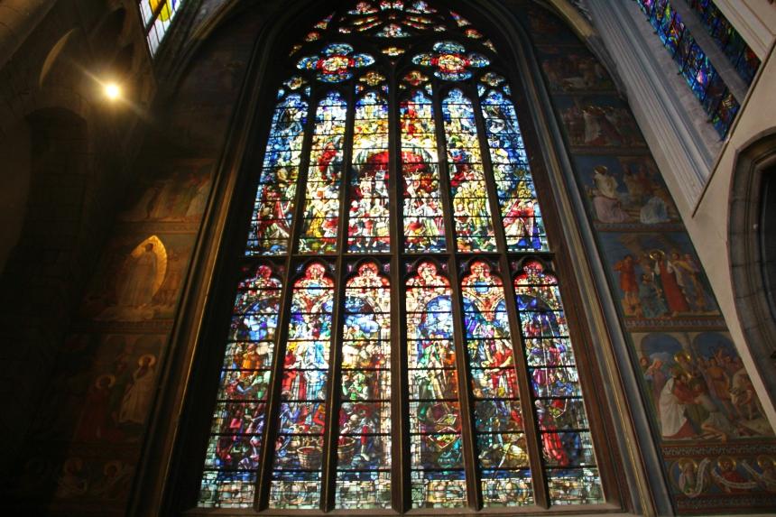 Cultureel doen tijdens je stedentrip Luik? Loop binnen bij de St. Pauluskathedraal