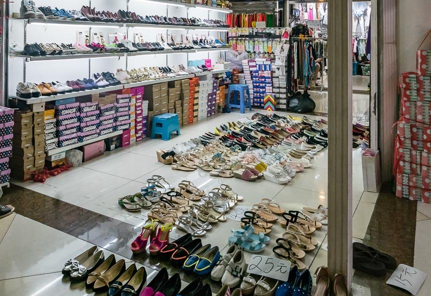 Schoenenwinkel in de ondergrondse winkeltjes van Tianfu Square