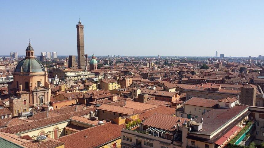 De kenmerkende rode daken van Bologna