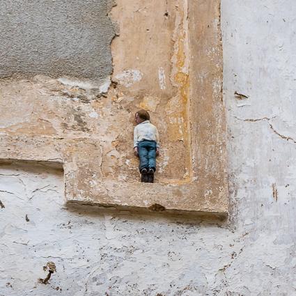 Kleine mannetjes tegen de muur
