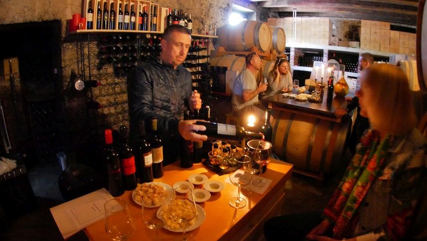 Wijnboer Ivo Dubokovic laat me 11 wijnen proeven - om 11 uur in de ochtend...