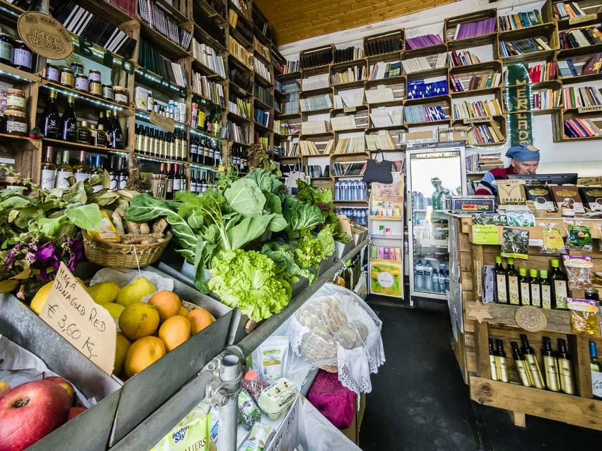Boekhandel en biologische markt in Obidos