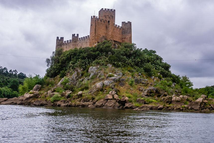 Het kasteel Almourol in de Taag