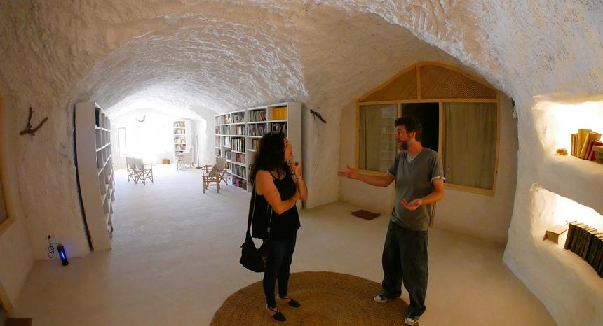 In Cueva de la Luz worden yoga retraits georganiseerd, in de woestijn.