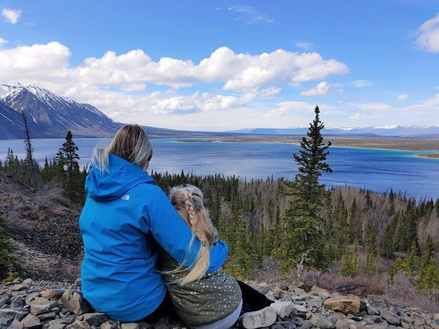 Schitteremd uitzicht na een pittige hike op Kathleen Lake in de provincie de Yukon