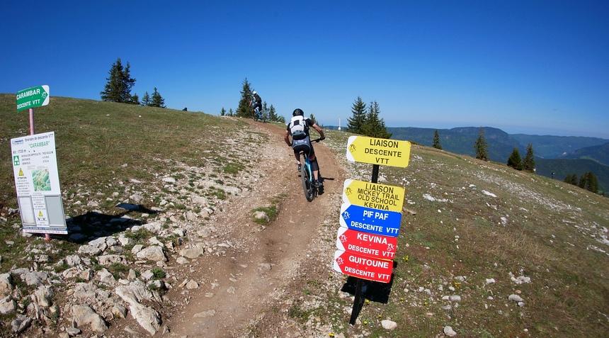 Met de ski-lift naar 2000 meter en dan GAAN!