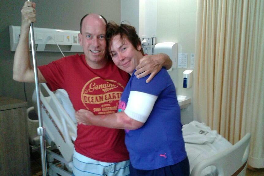 Wilbert terug in het ziekenhuis op Soembawa. Na het overleven van de bootramp in Indonesie ging hij nog eens terug naar het land