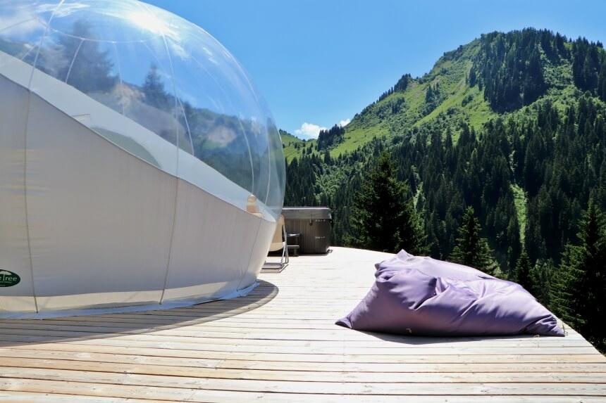Zomervakantie in de Franse Alpen: slaap in een bubbeltent