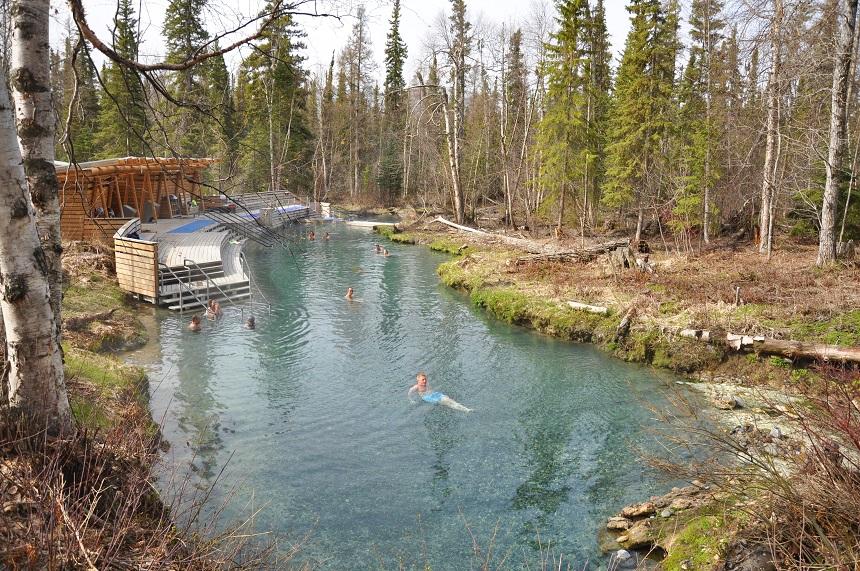 Heerlijk ontspannen in de Liard Hot Springs