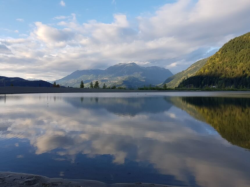 Lake harisson hot springs