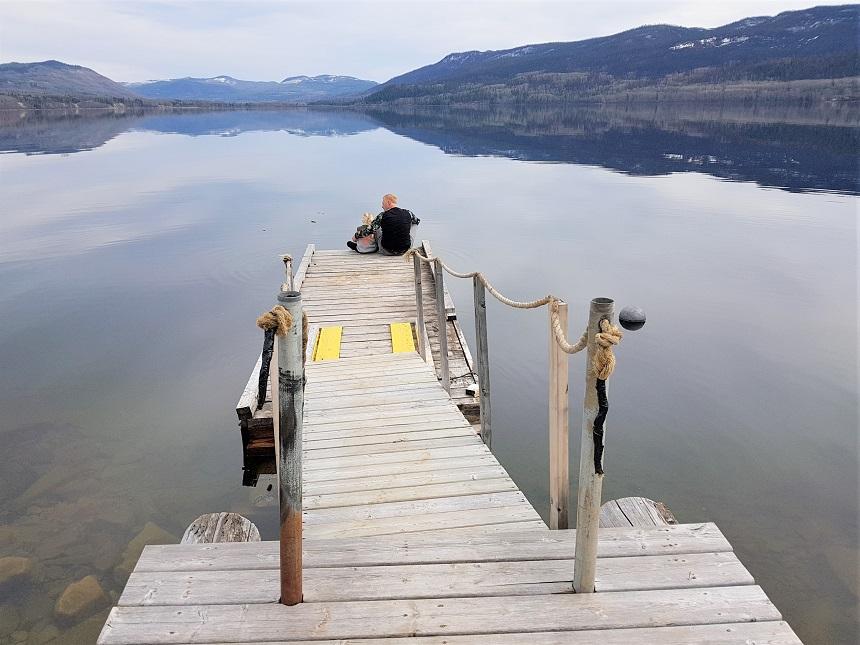 Uitzicht over het grootste meer van British Colombia, Fraser Lake