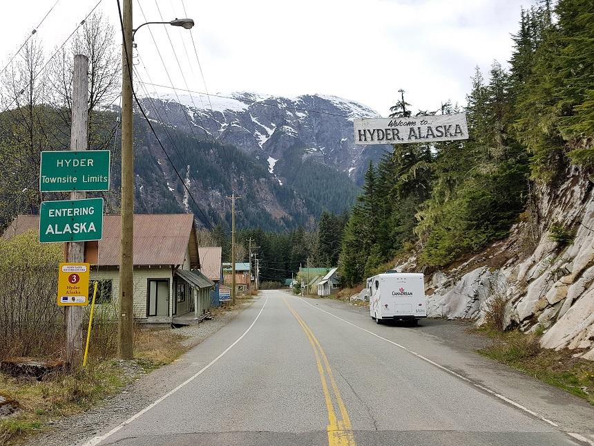 Zonder grensovergang naar Hyder in Alaska