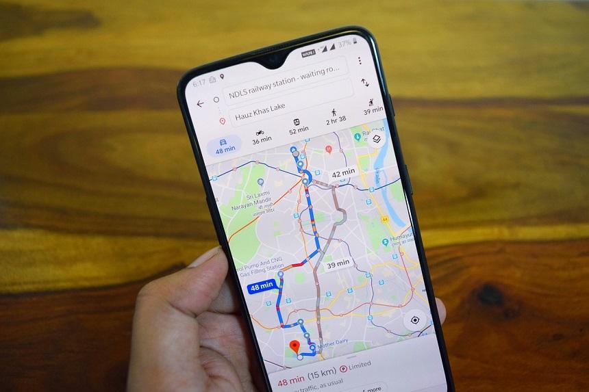 Gebruik Google maps tijdens auto rijden