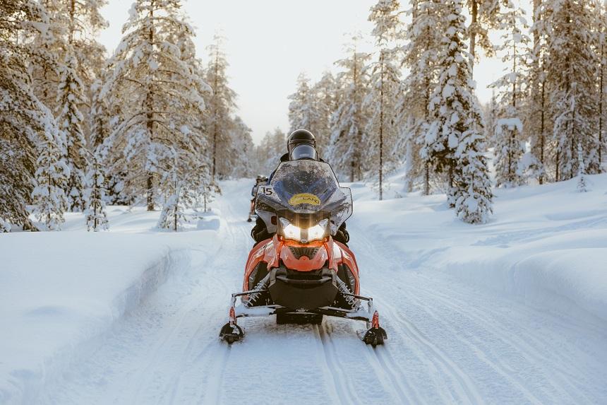 Finland sneeuwscooter safari