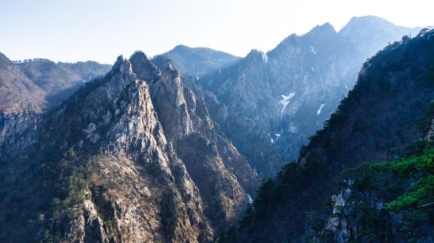 De bergen van Seoraksan National Park