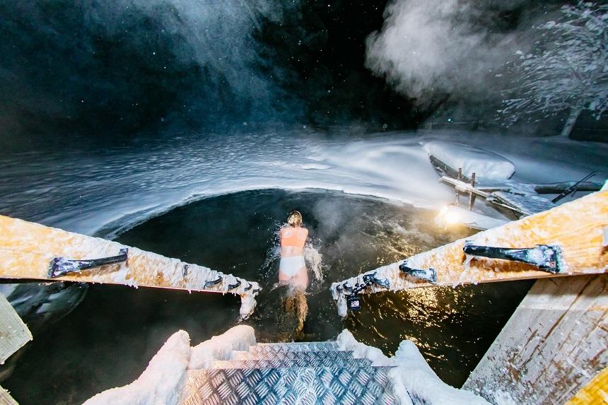 activiteiten in Fins Lapland zoals wakzwemmen