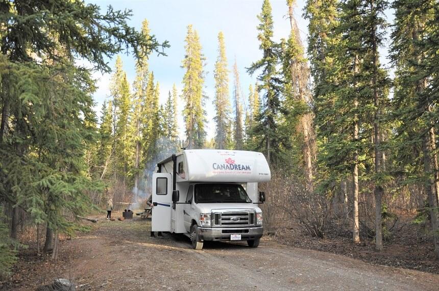 Roadtrip Yukon: Camperen Pine Lake nabij Haines Junction